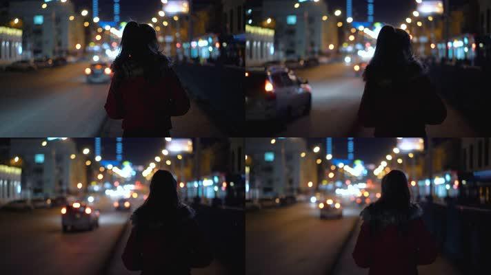 美女晚上街道行走